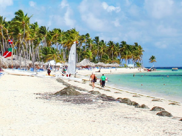 Cheap Flights from Dominica to Punta Cana
